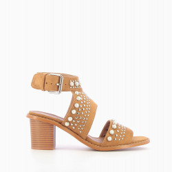 Camel suede-effect sandals dotted with pearls and studs