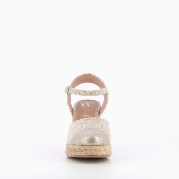 Beige wedge sandals with contrasting toe