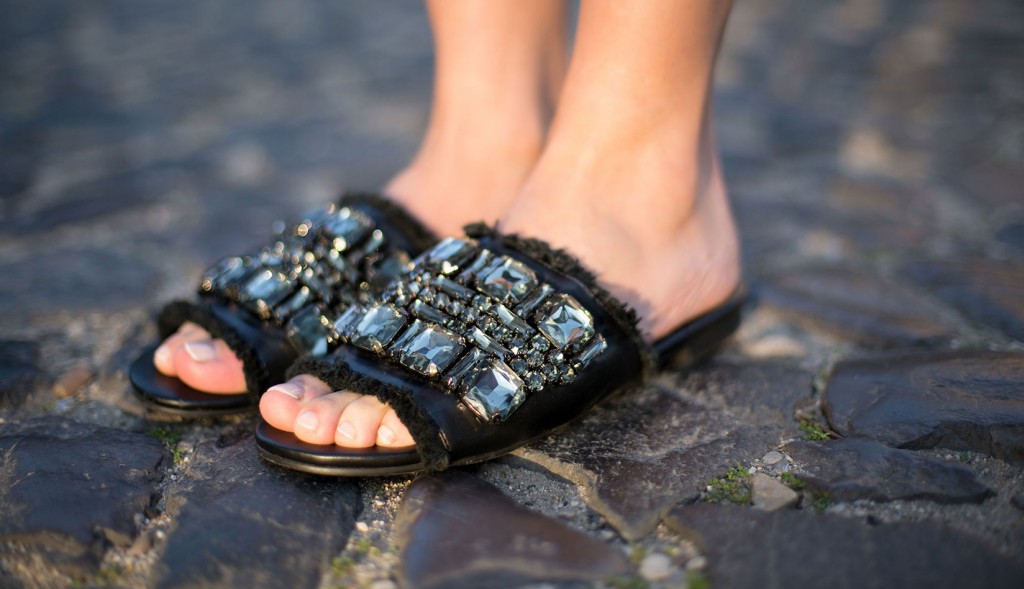 How to wear bejeweled sandals